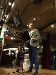 Wout Waanders opent de presentatie