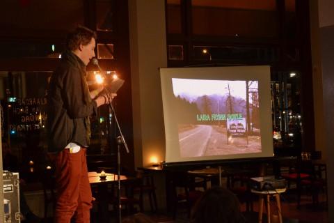 ... en Christiaan Lomans, die in deze scène aandacht vraag voor de vaak over het hoofd geziene elektriciteitspaal op de achtergrond.