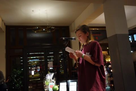 Anne leest voor